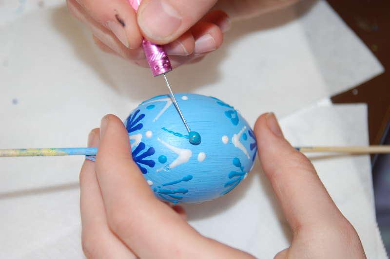 postupně můžeme použít různé barvy voskovek