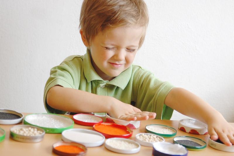 Vyzkoušejte s dětmi domácí hmatové pexeso