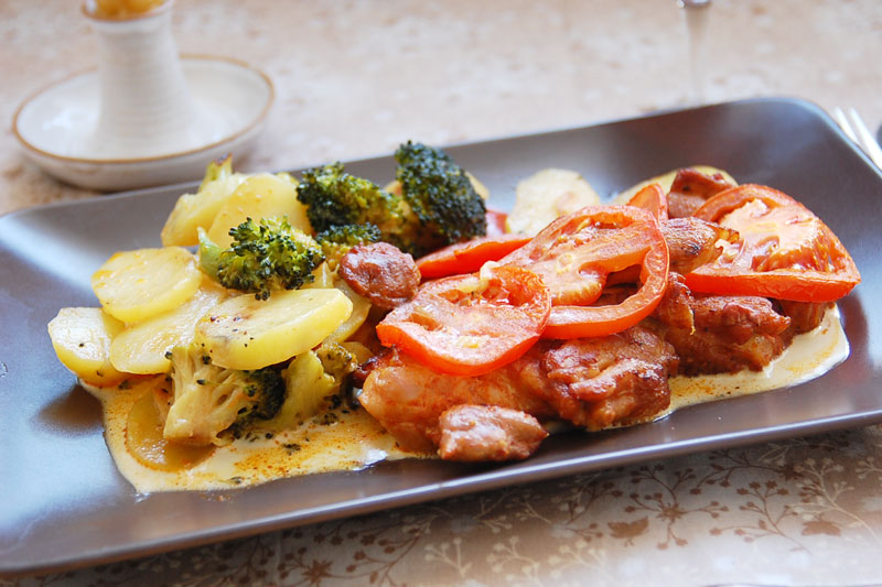 Kuřecí maso s brokolicí a rajčaty