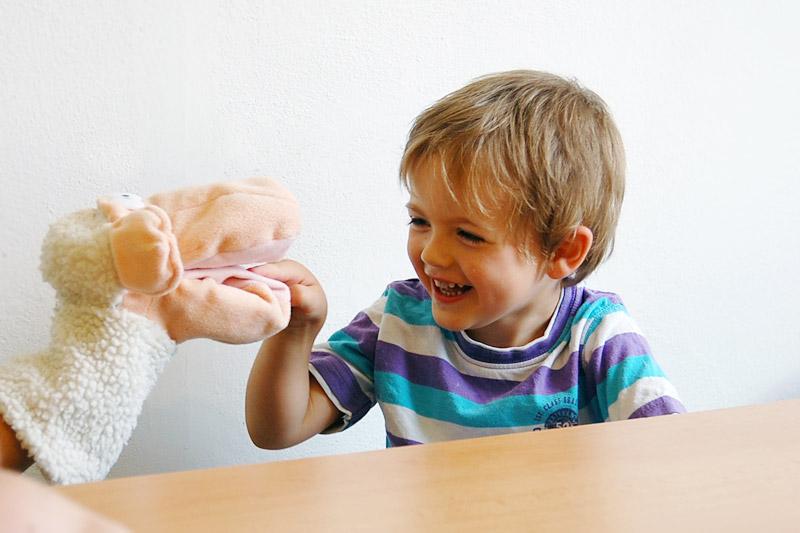 Naučte maňáska mluvit – procvičujeme rozlišování hlásek