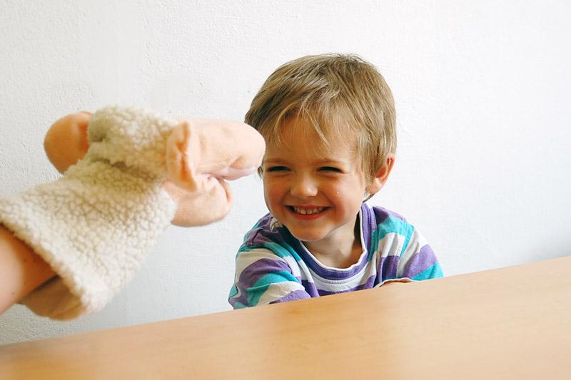 Naučte maňáska mluvit - procvičujeme rozlišování hlásek