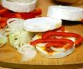 přidáme cibuli a papriku