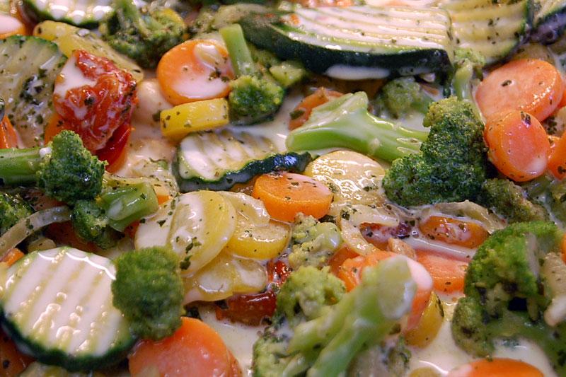 maso se zeleninou zalijeme šlehačkou s vejcem