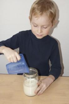 Prý je v mléku kasein a syrovátka.